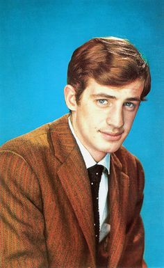 Jean-Paul Belmondo was a big comedy and action star in… Hollywood Actor, Hollywood Stars, Alain Delon, French New Wave, Andy Garcia, Jean Luc Godard, Famous French, The New Wave, Robert Redford