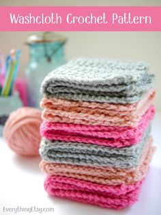Free Crochet Washcloth Pattern Looking for a simple crochet project to make today? This free crochet circle washcloth pattern is just what you need! Small projects are a great way to use up some of Crochet Simple, Crochet Home, Knit Or Crochet, Learn To Crochet, Crochet Stitches, Washcloth Crochet, Quick Crochet Gifts, Crochet Scrubbies, Knitted Dishcloths