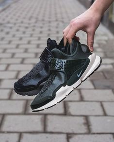 Stone Island x NikeLab Sock Dart Mid (via SNS) will be released online on 41a1ef169d
