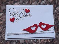 Eine handgefertige Hochzeitskarte mit Briefumschlag.