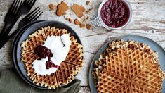 Crunchy Granola, Yogurt Breakfast, Fruit Tart, Joko, Yogurt Recipes, Gin, Waffles, Favorite Recipes, Sweets