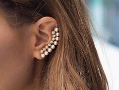 Oh my gosh! I want and need this on my life! This can be an edgy classic look with pearls.