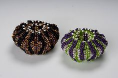 Ellsworth Studios These fun little vessels are made using the herringbone stitch with size 8 seed beads and freshwater pearls. Each one begins in the center with flat circular herringbone and works up into tubular, with increasing & decreasing to create its sea urchin shape