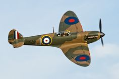 An admiration of the beauty of the classic warbirds. Air Force Aircraft, Ww2 Aircraft, Fighter Aircraft, Military Aircraft, Fighter Jets, The Spitfires, Hawker Hurricane, Old Planes, Airplane Pilot