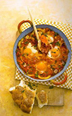 marokkaanse eieren in paprikasaus Vegetarian Recipes, Cooking Recipes, Healthy Recipes, Healthy Food, Couscous, Easy Diner, Morrocan Food, Good Food, Yummy Food