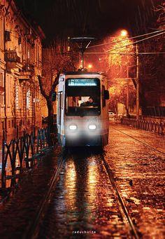 București Foto: Radu Chiriță  #21milioane #romani #bucuresti #tramvai #seara #lumini #peisaj #urban Urban, City, Trains, Street, Pictures, Cities, Walkway, Train