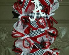 Alabama Crimson Tide Fan Deco Mesh Door Wreath by Crazyboutdeco Christmas Mesh Wreaths, Deco Mesh Wreaths, Football Wreath, Alabama Football, Alabama Wreaths, Chevron Ribbon, Bar Set Up, Alabama Crimson Tide, Diy Wreath