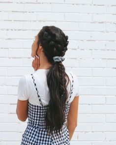 Hairstyle wish could do my hair everyday because look how beautiful hair looks with one of our scrunchies!wish could do my hair everyday because look how beautiful hair looks with one of our scrunchies! Frontal Hairstyles, Curled Hairstyles, Pretty Hairstyles, Brown Hairstyles, Scrunchy Hairstyles, Teen Hairstyles, Headband Hairstyles, Hairstyles 2018, Natural Hairstyles