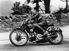 Stanley Woods on Moto Guzzi in 1935 Isle of Man, Senior TT Race Fotoprint - bij AllPosters.be