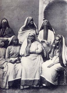 A photo of a group of women in Egypt, circa 1905.