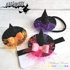 Spooky Witches hat hair accessory, perfect for baby/toddler/little girls to match that halloween witch costume Halloween Bebes, First Halloween Costumes, Halloween Hair Bows, Toddler Halloween, Halloween Witches, Halloween Drinks, Halloween Halloween, Halloween Decorations, Baby Bows