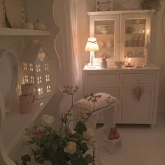 Shabby and Charme: A casa di Debbie nell'Essex Cottage Shabby Chic, Cocina Shabby Chic, Muebles Shabby Chic, Estilo Shabby Chic, Shabby Chic Living Room, Shabby Chic Interiors, Shabby Chic Homes, Shabby Chic Style, Shabby Chic Furniture