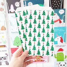 Papieren zakjes met kerstboom