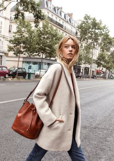 Sezane Bow Coat in Grey wool Looks Street Style, Looks Style, Winter Outfits, Cool Outfits, Casual Outfits, Winter Clothes, Look Oxford, Look Fashion, Womens Fashion