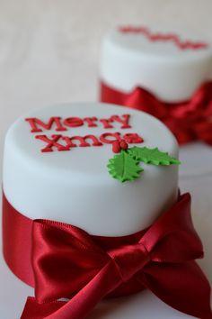 The Yummy Mummy Cake Company Chrismas Cake, Mini Christmas Cakes, Christmas Themed Cake, Christmas Cake Designs, Christmas Cake Pops, Christmas Cake Decorations, Christmas Minis, Holiday Cakes, Christmas Desserts