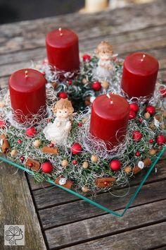 Adventni venčki – čarobni svet Cvetje Ksenja – Dom in stil Christmas Wreaths, Merry Christmas, Christmas Decorations, Table Decorations, Diy Christmas, Christmas Arrangements, Centerpieces, Gift Wrapping, Candles