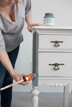 A common problem when furniture painting is brush strokes! This post will share how to not get brush strokes when painting furniture or cabinets with Fusion Mineral Paint. Refurbished Furniture, Repurposed Furniture, Furniture Makeover, Vintage Furniture, Rustic Furniture, Luxury Furniture, Chalk Paint Furniture, Furniture Projects, Chalk Paint Diy