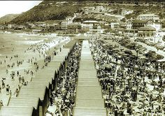 Collection and galleries of photos with images from Cape Town in South Africa Old Pictures, Old Photos, Vintage Photos, Bad Gyal, City By The Sea, History Photos, Photo Story, Most Beautiful Cities, African History
