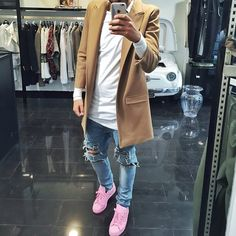 Cream pink adidas superstar. Long wheat coat layered with long tee and destroyed denim.