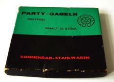 Vintage Partygabeln von Sonnenrad-Stahlwaren in Originalkarton Bunte Partygäbelchen Rostfrei Frühlingsfest 1970er Design von VintageLoppisStyle auf Etsy