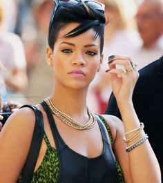 Rihanna looked that best when she had short black hair
