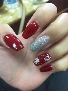 Beautiful nails polish designs i really like coffin christmas nails pretty nail Christmas Gel Nails, Christmas Nail Art Designs, Holiday Nails, Red Christmas, Christmas Design, Summer Acrylic Nails, Cute Acrylic Nails, Toe Nail Designs, Nail Polish Designs
