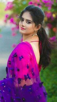 Caring For Your Skin With Easy Tips – Beauty Skin Care Products Beautiful Girl Photo, Beautiful Girl Indian, Most Beautiful Indian Actress, Beautiful Saree, Beautiful Women, Cute Beauty, Beauty Full Girl, Beauty Women, Beautiful Bollywood Actress