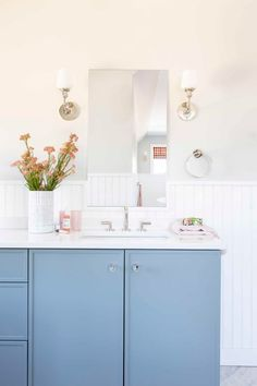 12 Tips To Make A Spec Home, Special...With Max Humphrey - Emily Henderson #homedesign #homeimprovement #interiors #homehacks Bathroom Wall Decor, Dyi Bathroom, Master Bathroom, Bathroom Trends, Bathroom Designs, Kitchen Cabinetry, Bathroom Inspiration, Interior Inspiration, Decorating Small Spaces