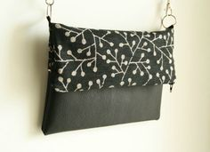 couture - Laine-et-Chiffons Tote Bags, Black And White Purses, Diy Sac, Pouch Pattern, Fabric Purses, Couture Sewing, Couture Bags, Bag Patterns To Sew, Clutch Bag