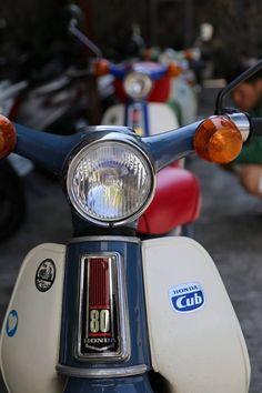 Honda Cub, Retro Motorcycle, Motorcycle Style, Classic Trucks, Classic Cars, Aftermarket Car Parts, Auto Parts Online, Monster Energy Supercross, Honda Scrambler