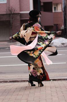 Clothes art projects inspiration 54 New ideas Yukata Kimono, Kimono Outfit, Kimono Fashion, Japan Fashion, Fashion Show, Fashion Design, Kalluto Zoldyck, Modern Kimono, Japanese Outfits