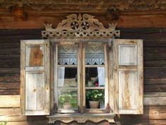 Puszcza Zielona - zdobienia okna, Window, Fenster Poland History, Wooden Architecture, Central And Eastern Europe, Vintage Windows, Through The Window, House Windows, Log Homes, Wood And Metal, Country Decor