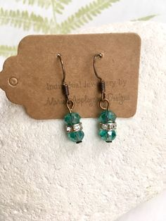 Emerald green beaded earrings, Green bead earrings, handmade copper earrings, handmade earrings, gift for her, matching items available by marieappleyarddesign on Etsy  #greanearrings #beadedearrings #danglyearrings #greendanglyearrings #marieappleyarddesigns
