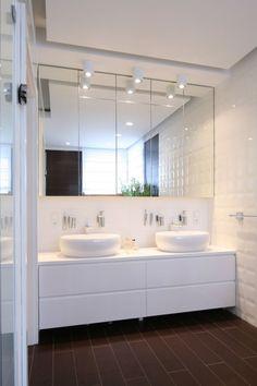 Cute and suitable for a small apartment! Bathroom Inspo, Bathroom Inspiration, Bathroom Toilets, Small Bathroom, Loft Design, House Design, Door Design Interior, Minimalist Interior, Bathroom Flooring