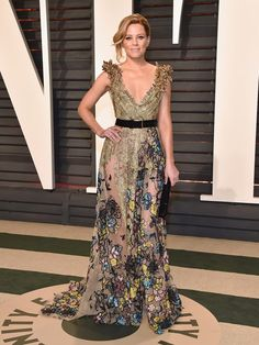 2017 Oscars: Elizabeth Banks wore a beautiful Elie Saab gown with intricate floral embroidery. I remember this dress from the runway show! I'm obsessed with this dress! I like the dramatic shoulders and the belt.