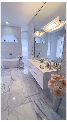 Luxury Master Bathrooms, Bathroom Design Luxury, Dream Bathrooms, Master Baths, Luxurious Bathrooms, Mansion Bathrooms, Beautiful Bathrooms, Small Bathroom, Bathroom Goals
