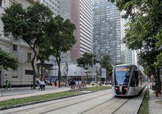 https://flic.kr/p/Hw6VrX | Avenida Rio Branco e o novo VLT Carioca | Centro da Cidade, Rio de Janeiro, Brasil.  Tenha um excelente fim de semana. :-)  _____________________________________________  White River Avenue and the new tram  Downtown, Rio de Janeiro, Brazil. Have a great weekend! :-)  _____________________________________________  Buy my photos at / Compre minhas fotos na Getty Images  To direct contact me / Para me contactar diretamente: lmsmartins@msn.com