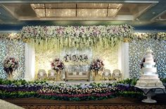 This wedding turned @Mandy Bryant Dewey Seasons Hotel Jakarta's ballroom into a floral fantasy-land.