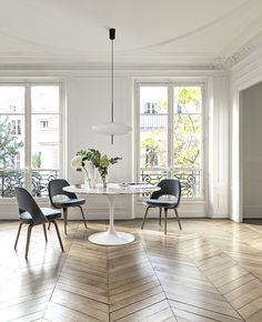 Small Dinning Room Table, Tulip Dining Table, Dining Nook, Dining Tables, Saarinen Tisch, Saarinen Table, Kitchen Interior Inspiration, Dining Room Inspiration, Knoll Table