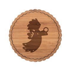 """Untersetzer Rundwelle Sauseengel aus Bambus  Coffee - Das Original von Mr. & Mrs. Panda.  Diese runden Untersetzer mit einer wunderschönen Wellenform sind ein besonderes Highlight auf jedem Esstisch. Jeder Gläser Untersetzer wurde mit viel Liebe handgefertigt und alle unsere Motive sind mit besonders viel Hingabe von unserer Designerin gestaltet worden.     Über unser Motiv Sauseengel  Das Wort """"Engel"""" bedeutet Bote/als Gesandter. Ein Engelchen steht als Beschützer, als Himmelsgesandter und…"""