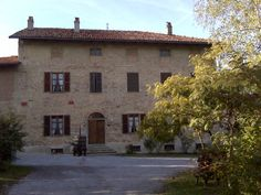 Castello di Verduno, Piemonte maker of Pelaverga wine