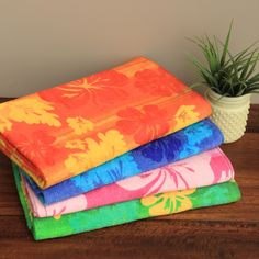 Make a statement with this bold towels, each featuring a different color scheme with hibiscus flowers. Vibrant and fun, these towels feature non-faded faded fiber and are machine washable.