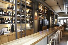 fabrica de vino Bar Drinks, Places To Eat, Athens, Spaces, City, Table, Furniture, Home Decor, Decoration Home