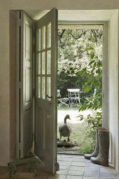A restored farmhouse in the heart of Morbihan By Virginie Manivet  Source: Creative House No. 74, p 40  Published on 26/08/2014 Behind a traditional Breton longère façade hides the amazing universe of the holiday home of Elisabeth Brac de La Perrière. An interior in soft shades where furniture and objects abound. Behind every door and window nature is only a step away
