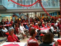 @HartenVaatgroep Het ziet #rood tijdens #DressRedDay2012 in het VUmc. pic.twitter.com/qqIKNgap