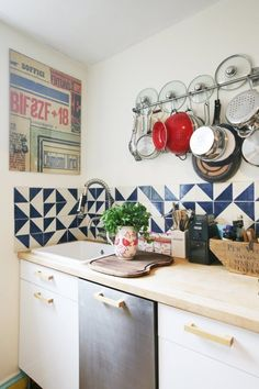 and interesting backsplash + red
