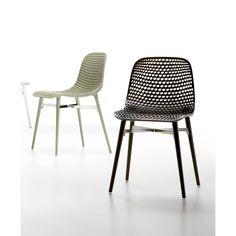 Infiniti Next, silla de jardín con mucho color Sillas de jardín Next de Infiniti. Fabicadas con patas de madera de Iroko y asiento en poliamida. Siete...