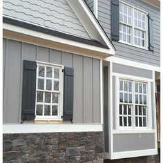 Grey House Exterior Color Schemes Gray Shingle Paint Color SW 7670 By Sherwin Williams. View Interior And Exterior Paint Exterior Gris, Exterior Gray Paint, Design Exterior, Exterior Paint Colors For House, Paint Colors For Home, Paint Colours, Exterior Paint Ideas, Gray Exterior Houses, Outside House Paint Colors