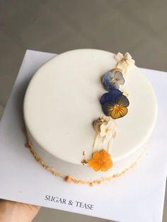 Elegant Birthday Cakes, Pretty Birthday Cakes, Pretty Cakes, Beautiful Cakes, Cake Decorating Designs, Cake Decorating Techniques, Cake Designs, Cupcake Cakes, Cupcakes