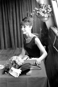 Por Roger Viollet após conceder coletiva à imprensa a bordo do Bateau Mouche em Paris, Julho 1962